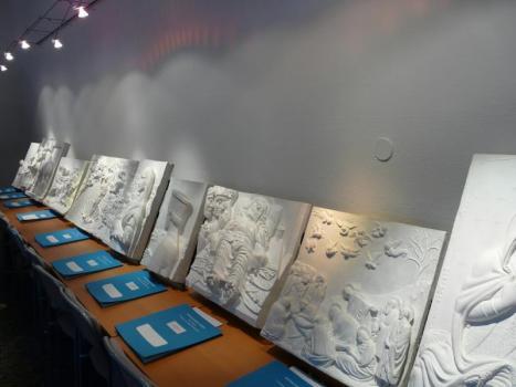 bassorilievi in esposizione al museo anteros