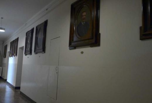 Corridoio coi quadri dei benefattori